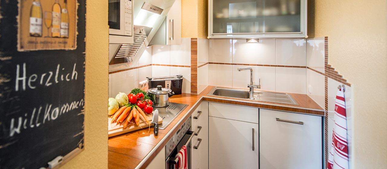 Die gut ausgestattete Küche der Ferienwohnung